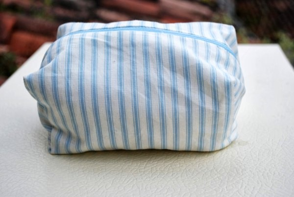 Stripes white and light blue zipper pouch