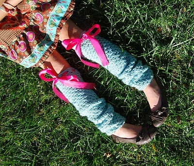 Free crochet pattern. Add some granny wear to your fall wardrobe with these granny stripe legwarmers. Seriously cute!
