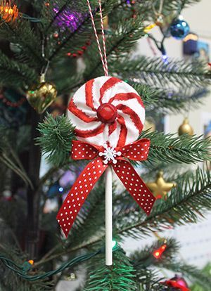 While doing an internet search, I came across a fun idea on the Sew What's New website for a Lollipop Christmas Ornament by Crouton Crackerjacks. To view the helpful video tutorial for making the ornament, click here. When you watch the video and read my steps below, you will see some slight variations, but the ...