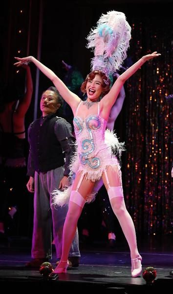 セクシーな衣装で踊る長澤まさみ=10日午後、東京都港区のEXシアター六本木