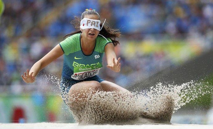 Lorena Spoladore salto em distância T11 paralimpíada rio 2016 (Foto: Reuters)