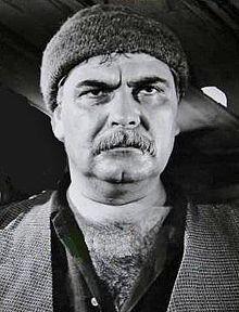 Kadir Savun (15 Ağustos 1926, Erzincan - 10 Ekim 1995), Türk oyuncu.  Erzincan'ın İliç ilçesi Doruksaray köyünde doğdu. Sinemaya 1940'lı yıllarda başladı. 100'ün üzerinde yapımda rol aldığı Yeşilçam'ın önde gelen karakter oyuncularından birisiydi.  Mezarı Feriköy Mezarlığındadır.