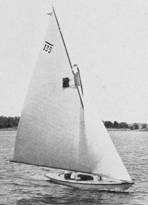 """Le 6 mJI nantais """"Mac Miche"""", médaille d'or aux Jeux de 1912. Mac Miche"""" gagne également la One Ton Cup"""