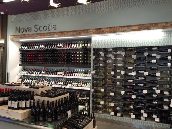 60 best arredamento esigo per enoteca esigo wine shop for Arredamento enoteca wine bar
