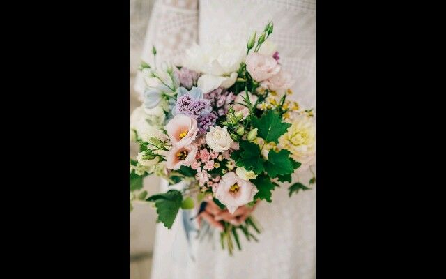 Wild flowers soft bouquet  #weddingbouquet #lakecomoweddingsandevents #lakecomo