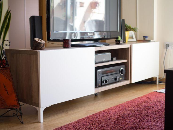 Si bien hace un par de semanas os comentábamos el gran descubrimiento que había sido para nosotros el sistema de muebles Bestå de Ikea, hoy podemos anunciar que ya tenemos el nuestro comprado, montado y funcionando como mueble para la televisión. Habíamos visto los acabados en la web de Ikea, pero no teníamos claro si…