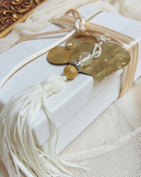 Μπομπονιέρες γάμου κουτάκι λευκό  με μεταλλική  καρδιά  καλέστε  στο 210-5157506 www.valentina-christina.gr#γάμος #gamos #γαμοσ #βάπτιση #βαπτιση #vaptisi#baptisi #vaptism #vaftisi#karabi #καραβι #navy #naftiko #vaptistika#βαπτιστικα #pink#babygirl  #baby #wendding #greece#athens #vintage#valentinachristina#vaptistika#mpomponieres#mpomponieres#mpomponieresvaftisis#madeingreece#euxologio#ευχολόγιο