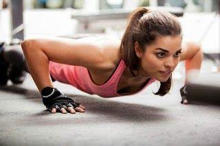 Kebanyakan wanita sukar mendapat masa yang terluang untuk melakukan senaman. Kesibukan menguruskan tugasan pejabat dan juga tugasan harian memberikan mereka kekangan masa. Oleh itu anda boleh mencuba 4 senaman mudah yang kami paparkan di rumah!  Tekan Tubi Anda boleh membina kekuatan lengan dan juga otot serta dada apabila melakukan senaman ini.  Squat Dengan melakukan senaman ini beberapa kali ia mampu memberikan manfaat pada tubuh anda lebih-lebih lagi pada bahagian punggung dan juga kaki…