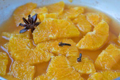 Zu Wildgerichten oder Truthahn schmecken diese Gewürz-Orangen genial. Ein einfaches Rezept mit großer Wirkung.