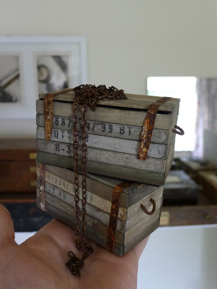Personal Work 1:6 scale  old cargo crates with chain https://www.facebook.com/romoart