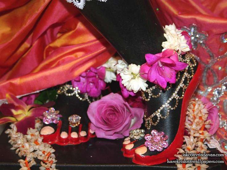 http://harekrishnawallpapers.com/sri-shyamsundar-feet-iskcon-vrindavan-wallpaper-005/