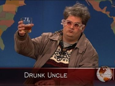 Bobby Moynihan (Drunk Uncle)