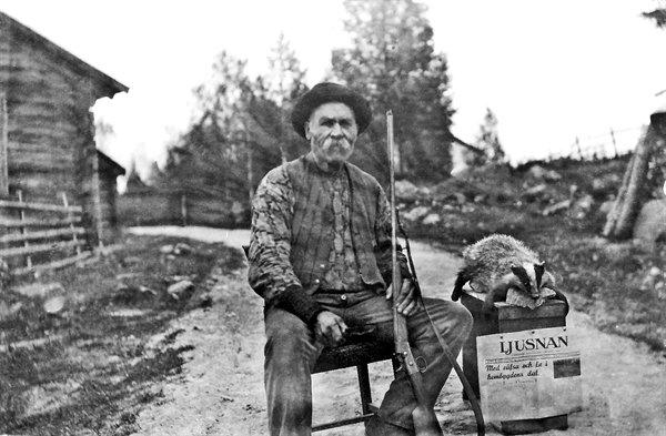 Lim-Johan med nyskjuten grävling.