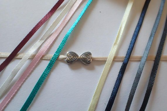 Retrouvez cet article dans ma boutique Etsy https://www.etsy.com/fr/listing/514334930/bracelets-coeurs-bracelets-en-satin