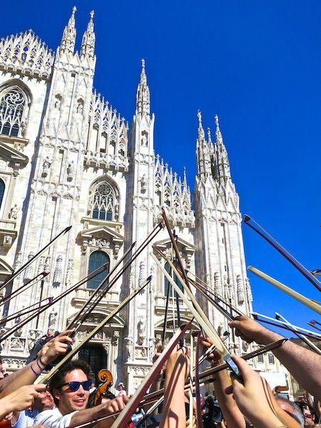 Tutti per uno uno per tutti #RaiExpo #Milano #100cellos #flashmob #expo2015