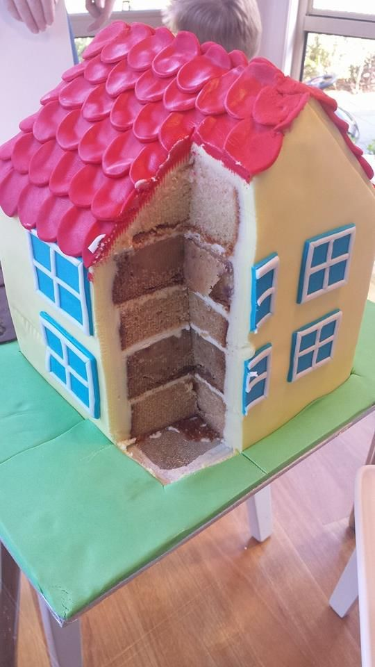 Peppa Pig House Cake - Grandma's gonna have to make one of these for Rylee!