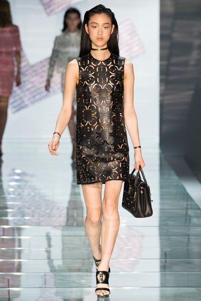 Sfilata Versace Milano - Collezioni Primavera Estate 2015 - Vogue