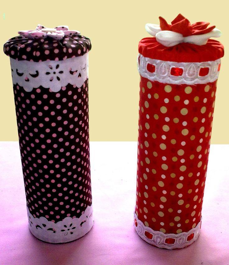 Pote de batatas pringles Técnica: reciclagem e costura. Estampas variadas  Preço: R$ 5,00 Interessados entrem em...