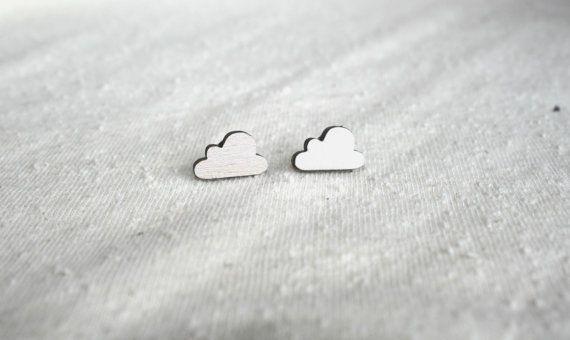 Kleine oorbellen houten oorbellen vormige wolk door TampalaBijoux