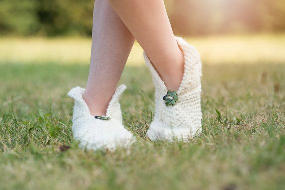 creamy wool slippers with a cute ceramic flower - will keep you warm!/Ready to…