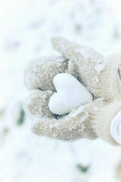 Ein Herz für den Winter. Wir wünschen Ihnen einen schönen Winteranfang! - http://wilderminds.de