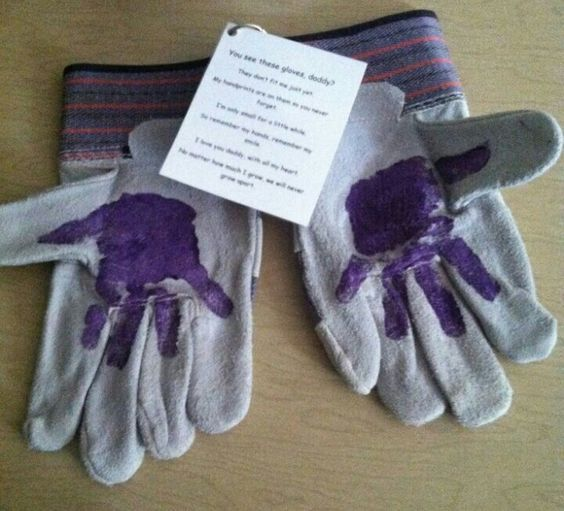 Handprint Gloves | Last Minute DIY Fathers Day Gifts to Make