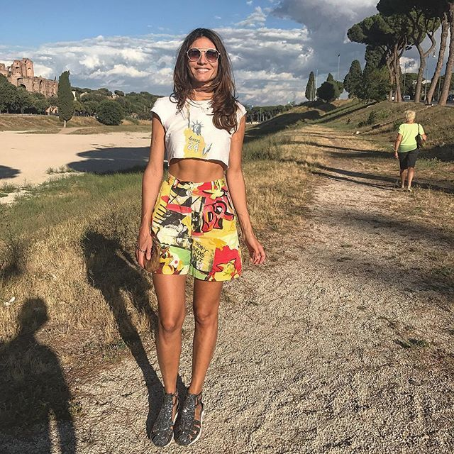 """Foto con ombra di fratello @marcomarzocchi1 , madre in lontananza & #roma tutt'intorno... #ferragosto #in da #city 🤙🏼 #rome #italy #me #joy #jj #travel #pic #ootd #swag #cool #look #wtf #travelblogger #sky #like #hello_worldpics #ig_italia #ig_captures #iphone7 #circomassimo #citylife #cityscape #lifestyle #style #colorful"" by @gioiamarzocchi. #europe #roadtrip #여행 #outdoors #ocean #world #hiking #lonelyplanet #instalive #ilove #instalife #sightseeing #unlimitedparadise #tour #instamoment…"