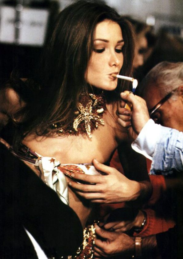 Carla Bruni un Versace´s backstage by Roxane Lowitt; Statement necklace and nude eyes