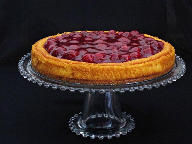 Görüntüsü kadar lezzetini de sevdiğim özel tatlardan bana göre.Vişneli Cheesecake. Sevgiyle kalın. Malzemeler: 1 paket burç...