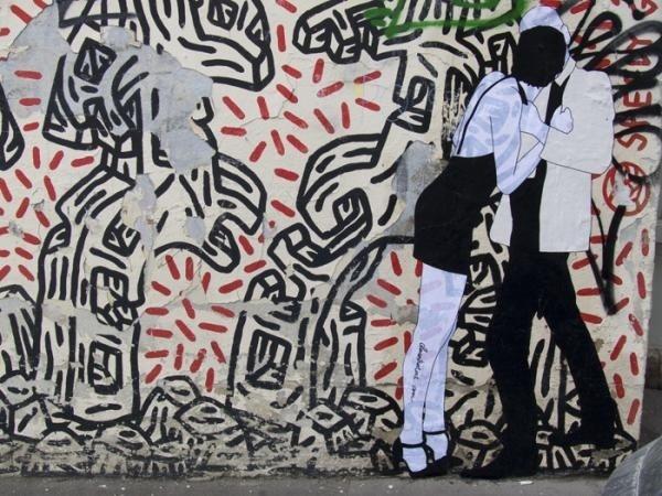 Assuntos Criativos™: Pessoas se beijando nas paredes