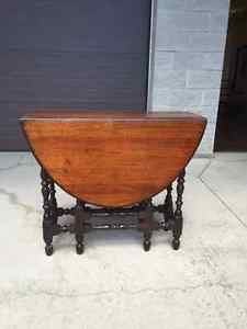 Wood Table with fold down sides Napanee Kingston Area image 1
