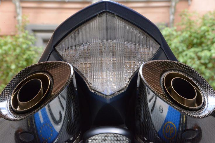 Yamaha R1 SP Akrapovic exhaust system