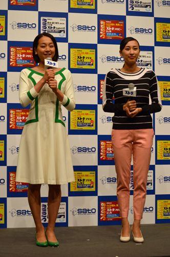 共にテニス・錦織圭選手の試合結果をチェックしていた浅田真央選手(左)と浅田舞さん (332×500) 「浅田真央が錦織圭に「おめでとう&お疲れさま」とねぎらいの言葉」 http://news.mynavi.jp/news/2014/09/10/039/