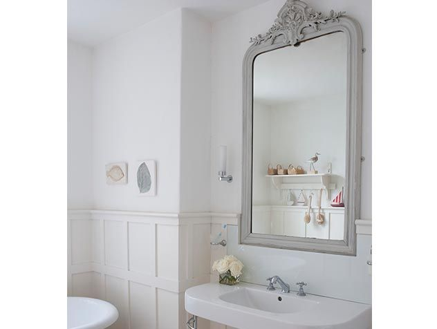 Les 69 meilleures images propos de salle de bain for Miroir au dessus du lit
