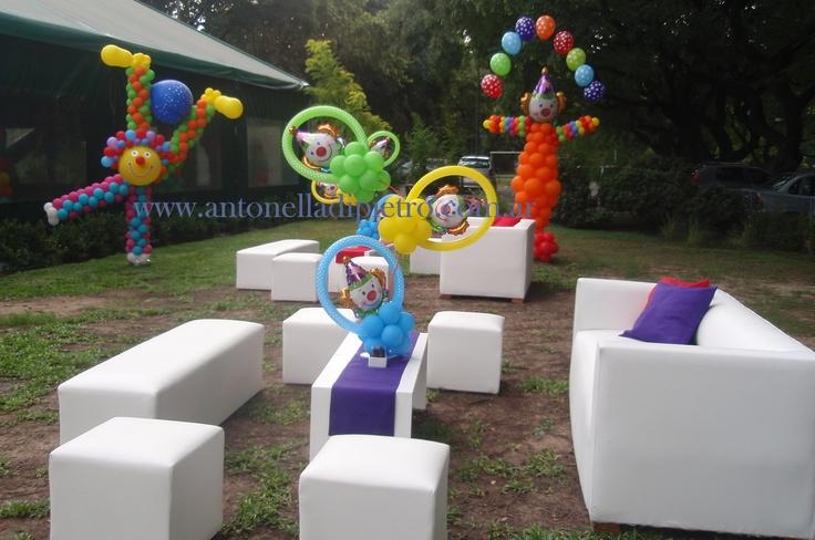 Globos en la fiesta. Payasos. Globologia. Ballon. Clown. Circus party http://antonelladipietro.com.ar/blog/2012/03/payasos-en-el-cumple/