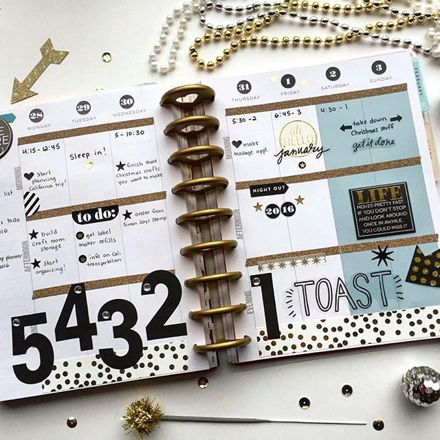 5...4...3...2...1...HAPPY NEW YEAR! These black & gold-themed pages in The Happy Planner™ of mambi Design Team member @megannxo27 comes alive with her large mambiSTICKS number countdown. #TheHappyPlanner @the_happy_planner #planyourhappylife #embracethediscs