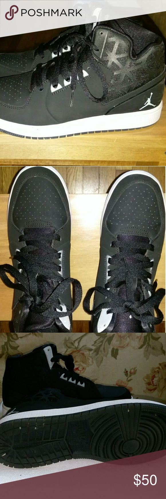 !Authentic! NIKE Air Jordan1 Retro Hi BOYS size 7Y Nike Boys Air Jordan 1 Retro High OG BG  Style Name: Air Jordan 1 Retro High OG BG .  Color: Black/White.  Condition: Pre-owned. #mint condition as shown in pics. 100% Authentic.  ###smoke and pet free home Air Jordan Shoes Sneakers
