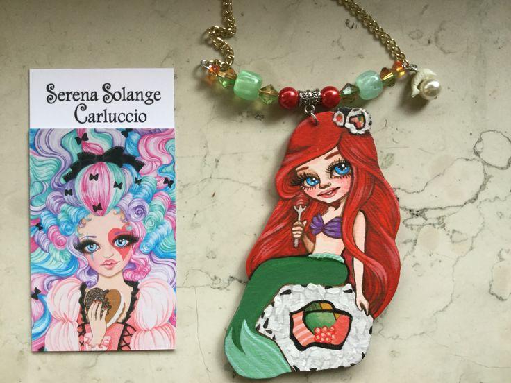 Sushirena Ariel  pendente in legno dipinto a mano con colori acrilici by Serena Solange Carluccio
