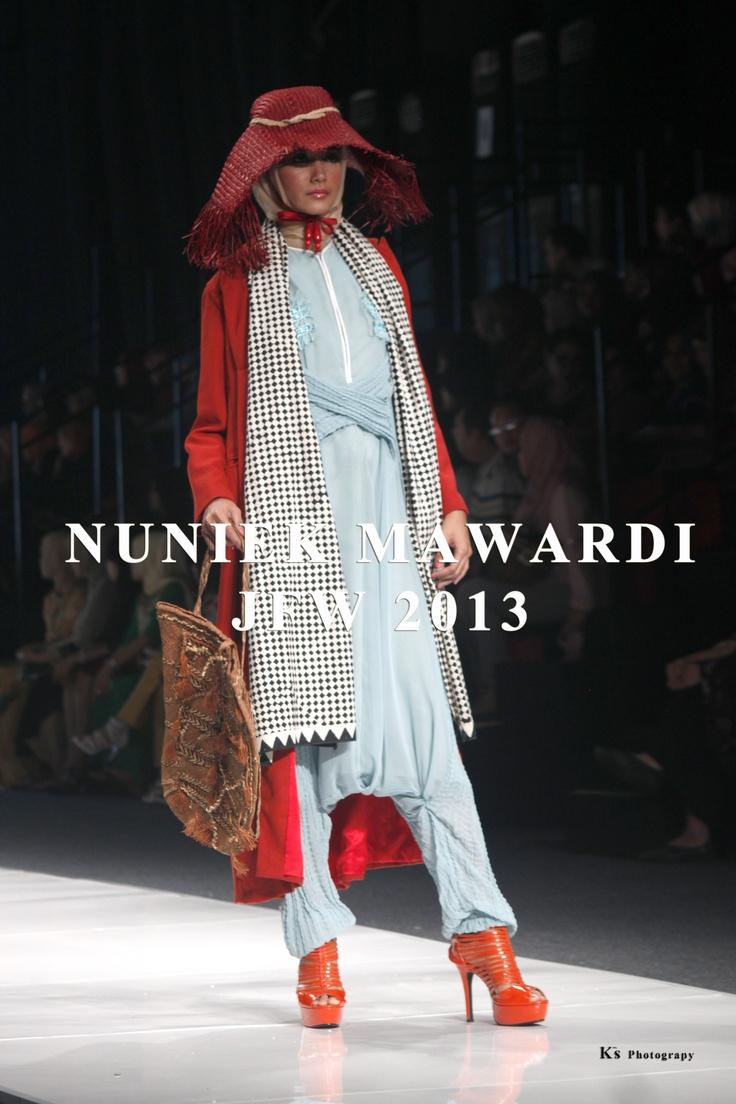 Desainer Nuniek Mawardi di JFW 2013  I www.fashionbiz.co.id