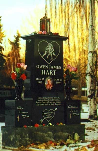 ( 2016 † IN MEMORY OF ) - Owen James Hart (1965 - 1999) Pro wrestler, he died after falling from a cable while being lowered into the ring during a pay-per-view event