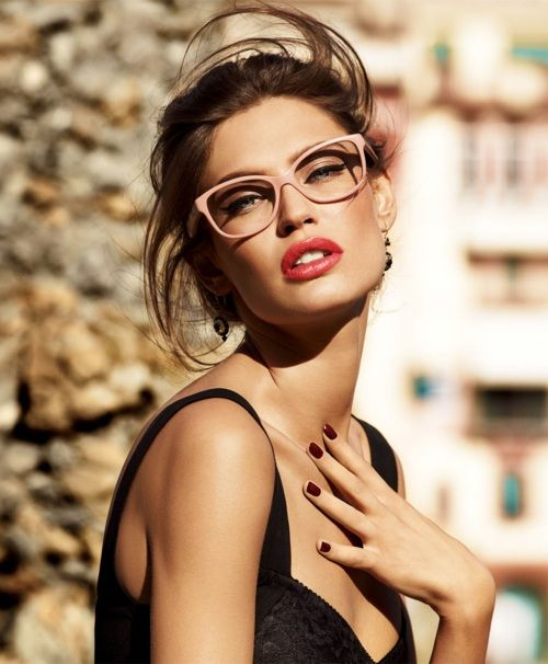 love the light pink frames and the pop lip: Biancabalti, Style, Frames, Makeup, Beautiful, Red Lips, Eyewear, Sunglasses, Bianca Balti