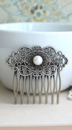 Gorgeous vintage inspired hair comb. I want this for my vow renewal.