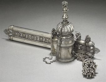 A LARGE SILVER PLATED QALAMDAN, INDIAN, EARLY 20TH CENTURY