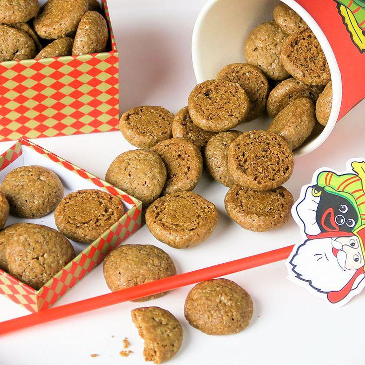 Kruidnoten: Dutch spiced one bite cookies.  Zelfgebakken kruidnootjes: de allerlekkerste met een nu niet meer zo geheim specerijenmengsel!