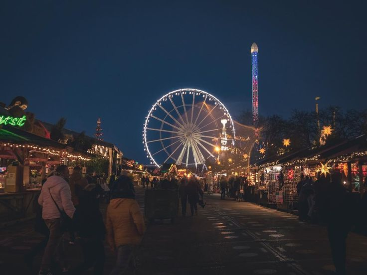 So i seen a couple of Christmas parks but everyone has a big Ferris wheel  hmm #xmas #christmasdecor #hydepark #winterwonderland #ferriswheel #igers #igerslondon #londongram #thisislondon #igersoftheday #igersdaily #daily #dailypost #iglife #explorer #explore #neverstopexploring #lookaround #serialtraveler #exklusive_shot #beautifuldestinations #visualoftheday #ig_LondonUK #kings_villages #agameoftones #toplondonphoto #ig_masterpiece #visitlondon #picoftheday