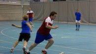 Jonny Olsen styrer FC URO. Se også video av FC URO vs. Oppsal Futsal i saken!