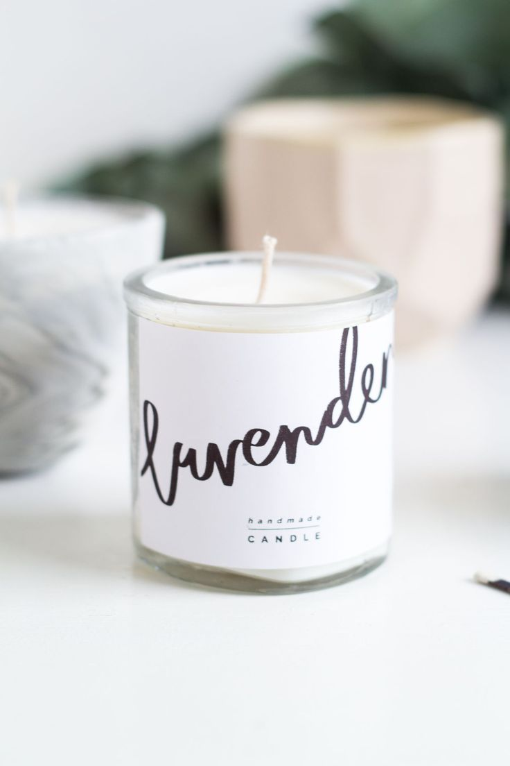 Handmade Christmas presents don't need to be complicated to be beautiful. These DIY Scented Candles & Free Printable labels are easy and make great gifts!