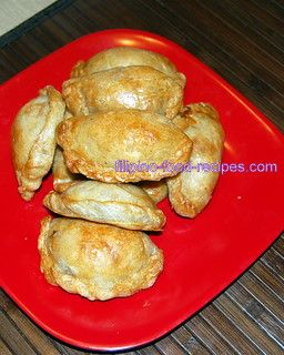 The popular empanada Filipino recipe is made from chicken, with different vegetables like potatoes, green peas, and carrots, plus raisins, too.  The dough has a hint of sweetness to it.