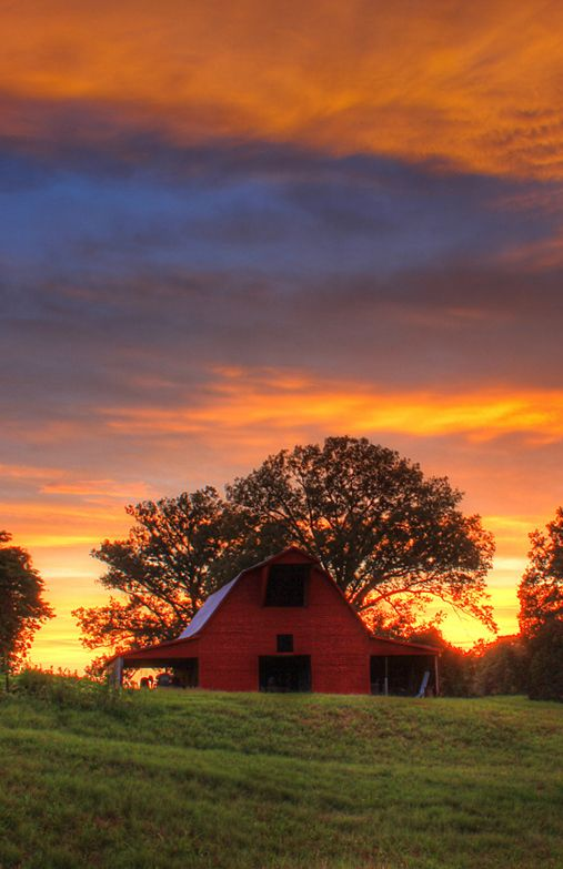Red Barn Beautiful Sunset. db                                                                                                                                                                                 More