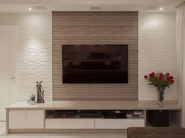 Marvelous This Home Theatre Is A Great Example For Horizontal Lines. The Design  Behind The TV As Well As The Shelf Under The TV And Even The White Wall Is  All ... Part 18